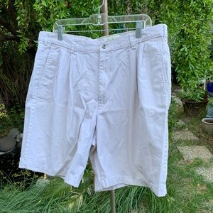 EDDIE BAUER Men's Pleated Front Shorts Sz 38